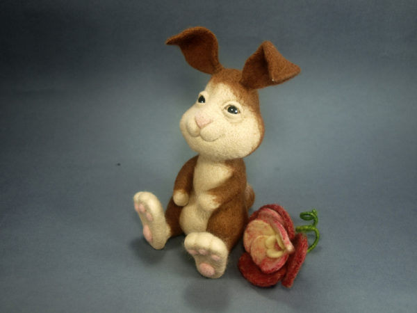 needle-felted-bunny-with-flower