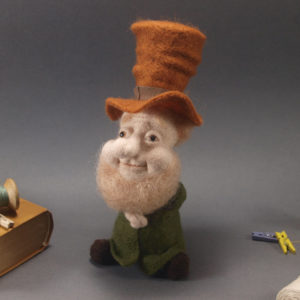 needle-felted-brownie-in-a-top-hat